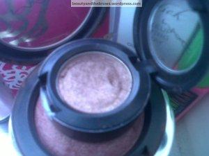 MAC's Mulch eyeshadow on top of MAC's Lovejoy Blush