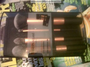 Real Techniques Core Collection 20CDN Contains: a buffing brush, detailer brush, foundation brush and a contour brush