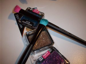 Happy Friday! As you know from my previous post, I did a small haul in the U.S. And some of the things I bought were by Wet n Wild. I was surprised when I went to Walgreens and saw that they made brushes!
